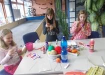 Pletení pomlázek a zdobení velikonočních vajíček v MKM
