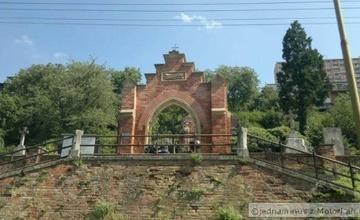 Oprava chodníků na starém hřbitově – II. etapa