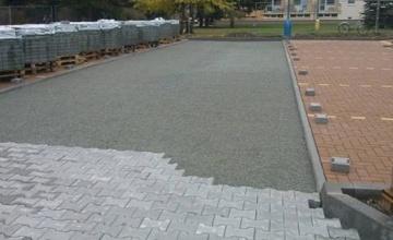 Rozšíření parkoviště na ulici Neumannova, oprava kontejnerových stání a bezbariérový přístup