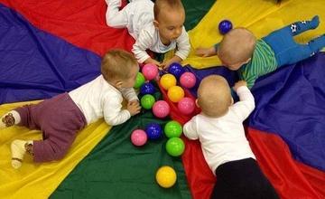 Cvičení pro rodiče s dětmi do tří let