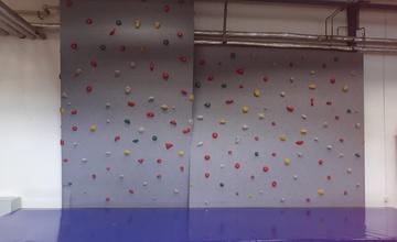 Otevření lezecké boulderingové stěny v Městském klubu mládeže