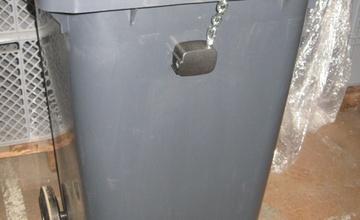 Informace o umístění nádob na kovový odpad