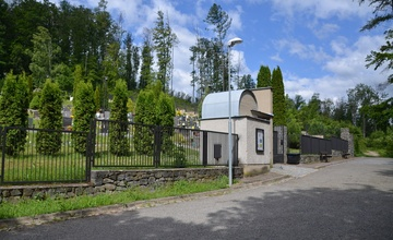 Sečení travnatých ploch na novém hřbitově