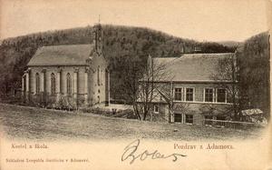 Nově postavený kostel svaté Barbory a školní budova